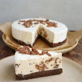 Opskrift på daim islagkage med browniebund