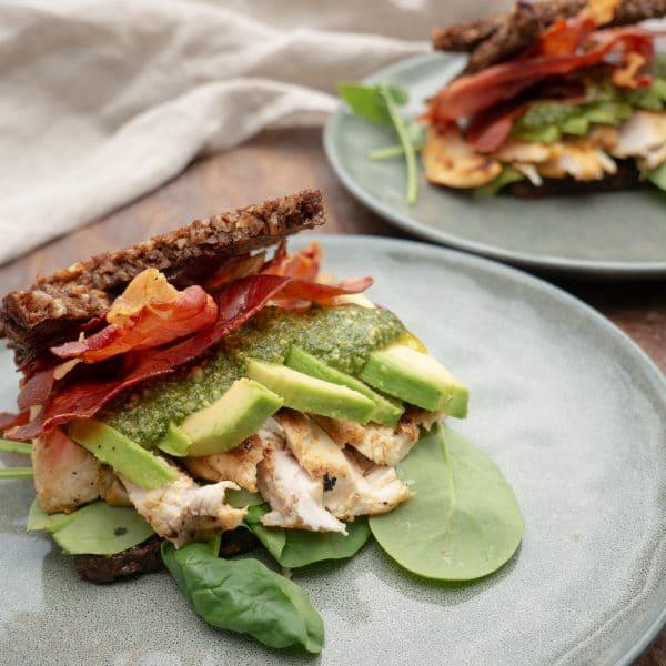 Opskrift på rugbrødssandwich med kylling