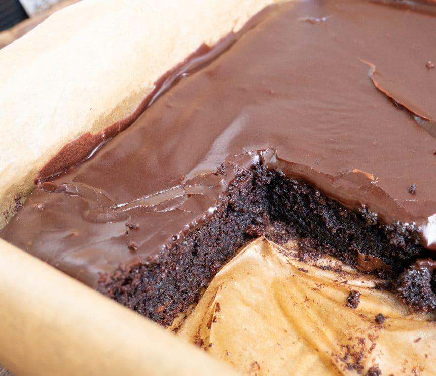 Chokoladekage med (rigtig) chokolade og chokoladeglasur