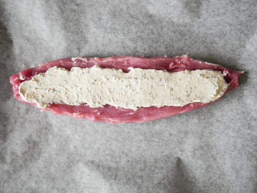 Fyldt svinemørbrad med hvidløgsost og bacon