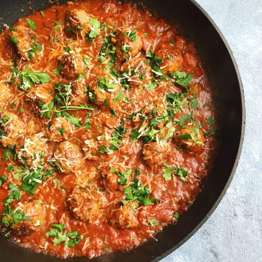 Kødboller i spicy tomatsauce