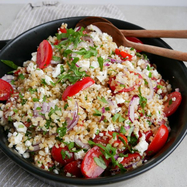 bulgursalat med feta og tomat