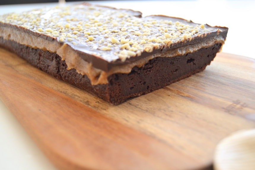 Sund brownie med karamel og chokolade