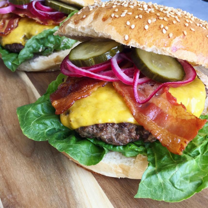 Hjemmelavet cheeseburger
