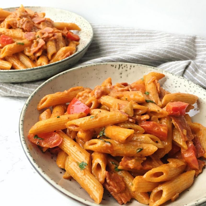 Pasta penne med chorizo i tomatsauce