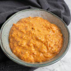 Peberfrugtpesto med bagte mandler