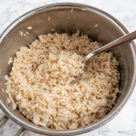 Sådan koger du brune ris - Tilberedning og kogning