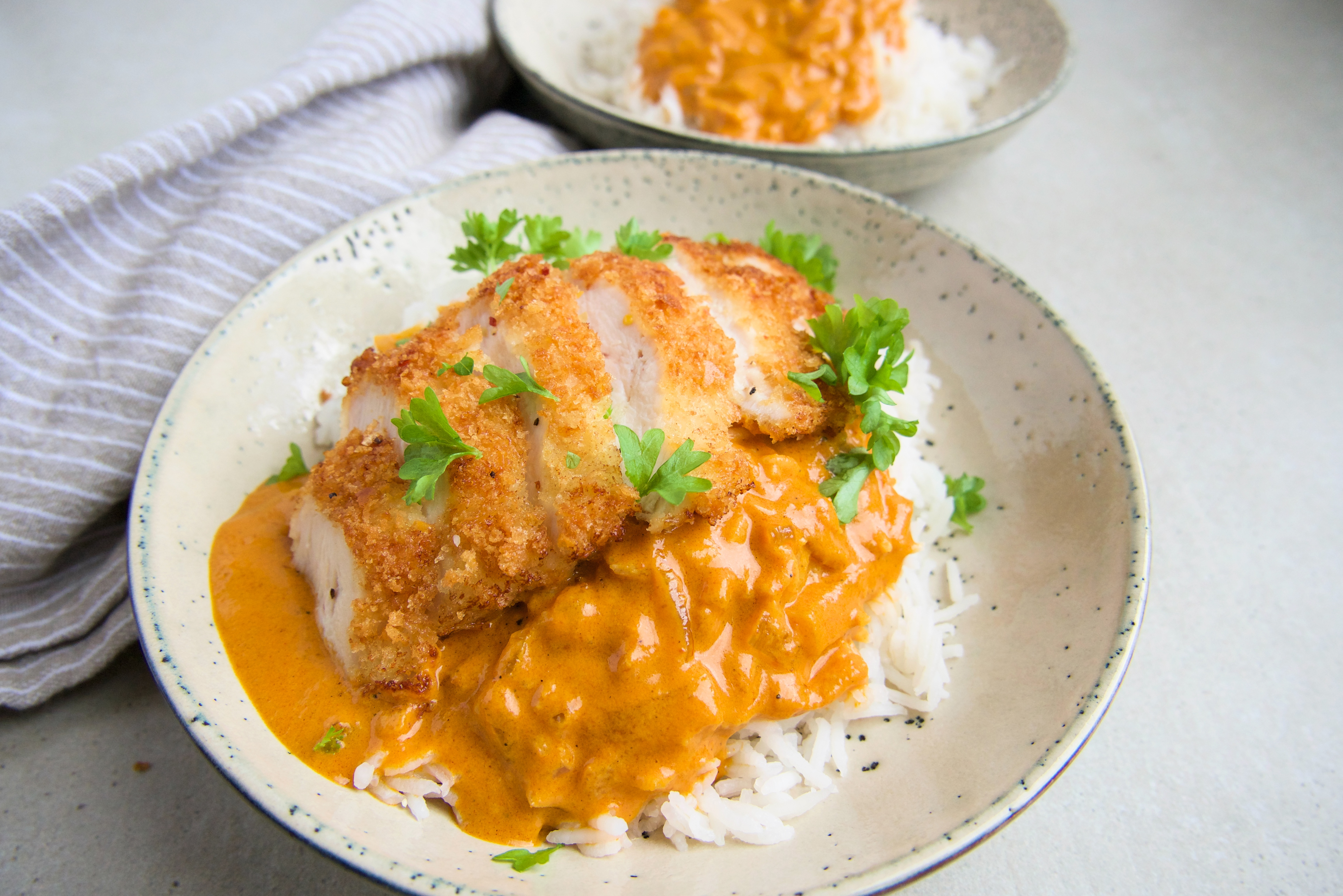 Crispy chicken med indisk sauce