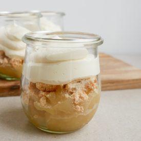 Gammeldags æblekage med makroner