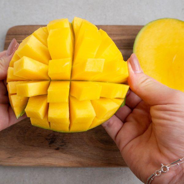 Sådan skærer du nemt en mango