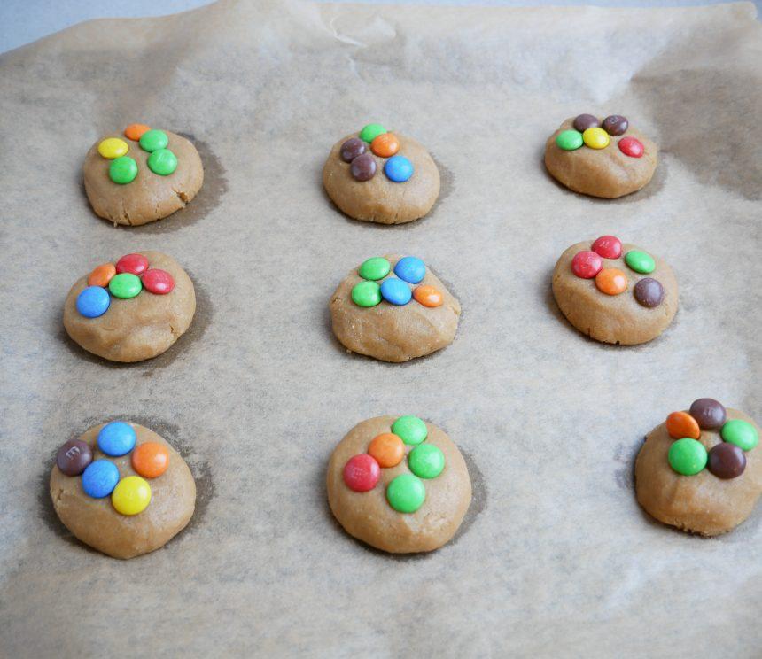 cookies med smarties inden bagning