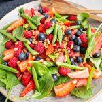 sommersalat med vandmelon og bær