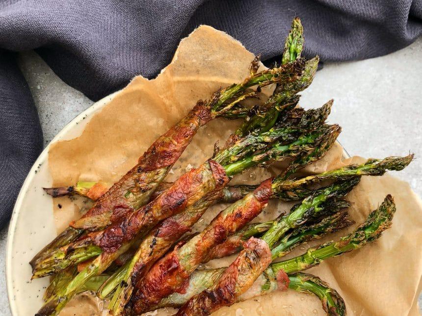 grønne asparges med bacon