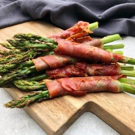grønne asparges med serrno