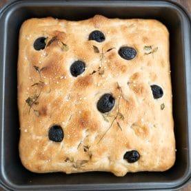 Nem opskrift på foccacia med oliven