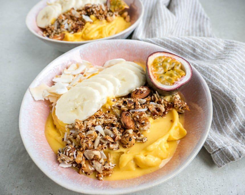 Nem opskrift på den bedste smoothiebowl med mango