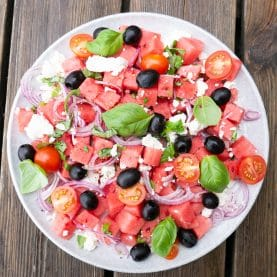 Salat med vandmelon og oliven
