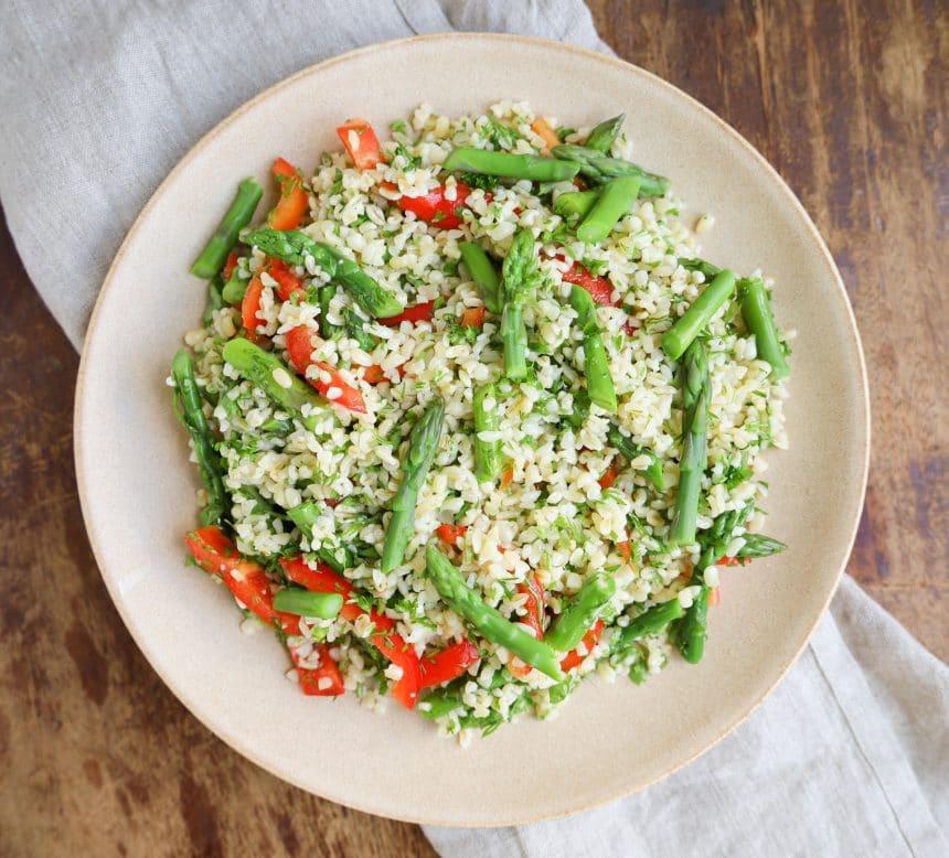 Nem og lækker opskrift på bulgursalat med asparges