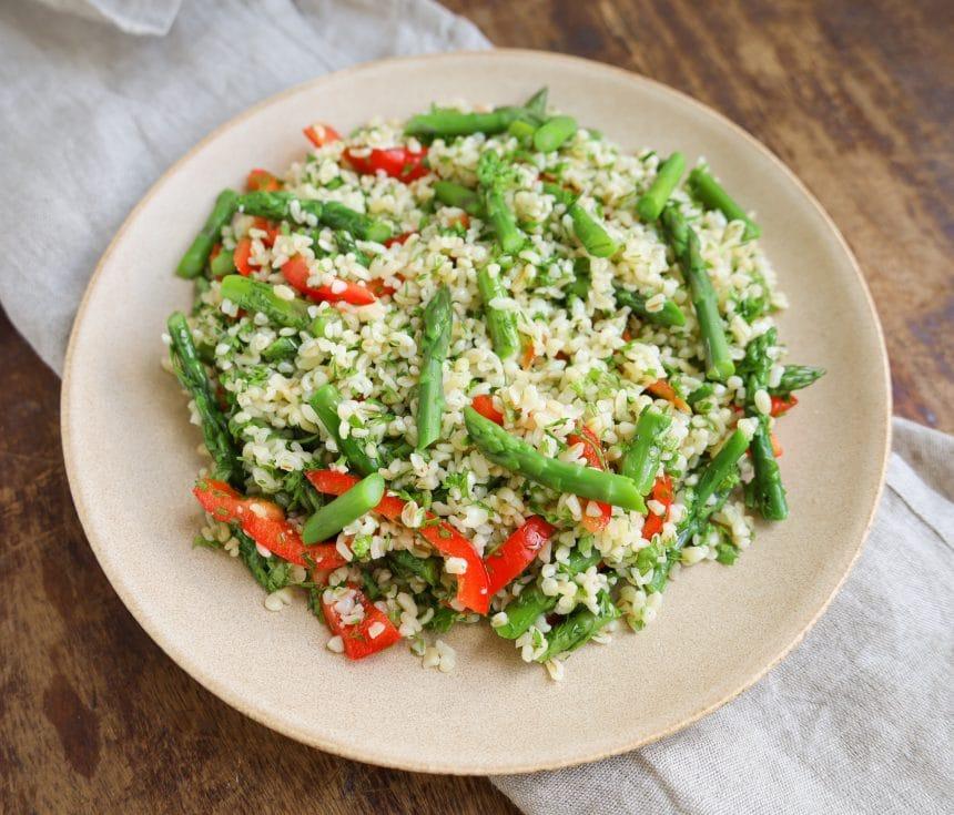 Salat med bulgur og asparges