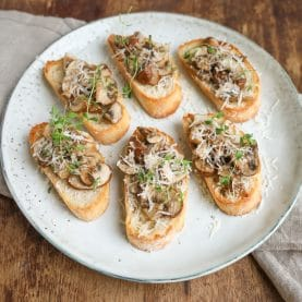 Nem og lækker opskrift på bruschetta med svampe