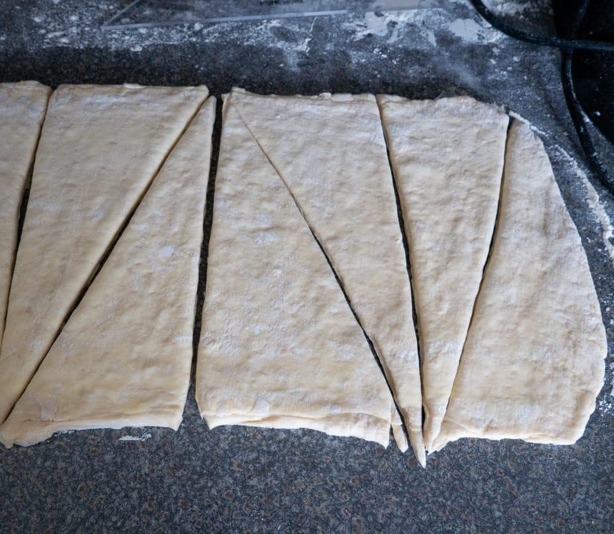 Dej til hjemmelavet croissant - sådan folder du dejen