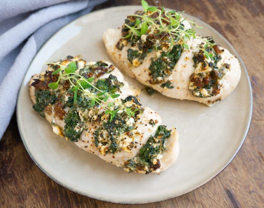 Opskrift på hasselback kylling med feta og spinat