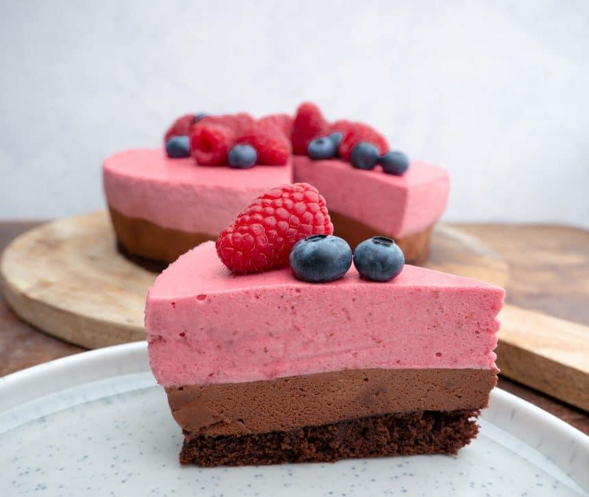 Moussekage med chokolade og hindbær