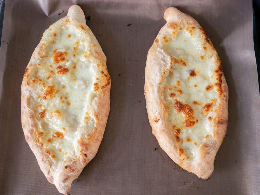Opskrift på peinirli som hvidløgsbrød