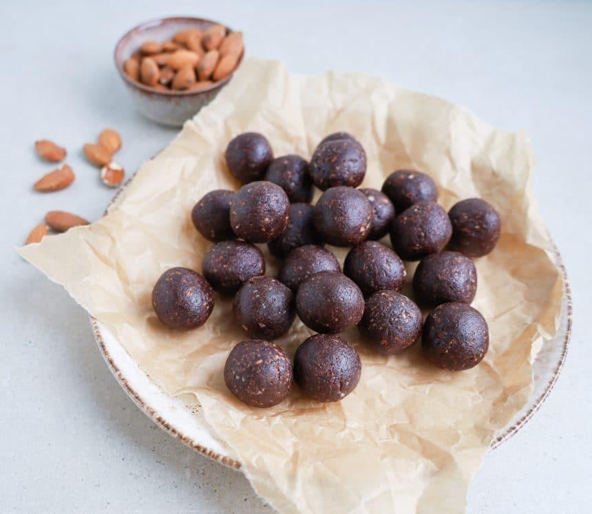 Opskrift på chokoladedadelkugler