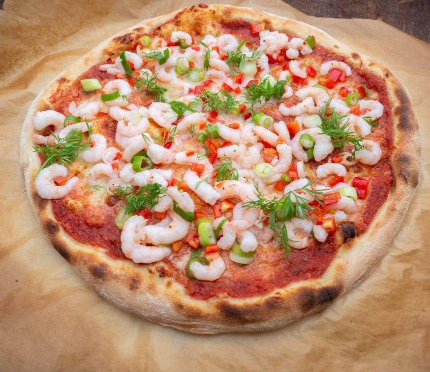 Opskrift på pizza med rejer og hvidløg