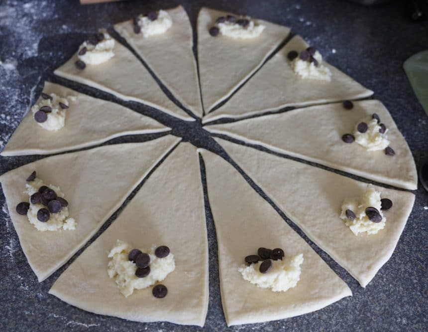 Opskrift på kærnemælkshorn med remonce og chokolade