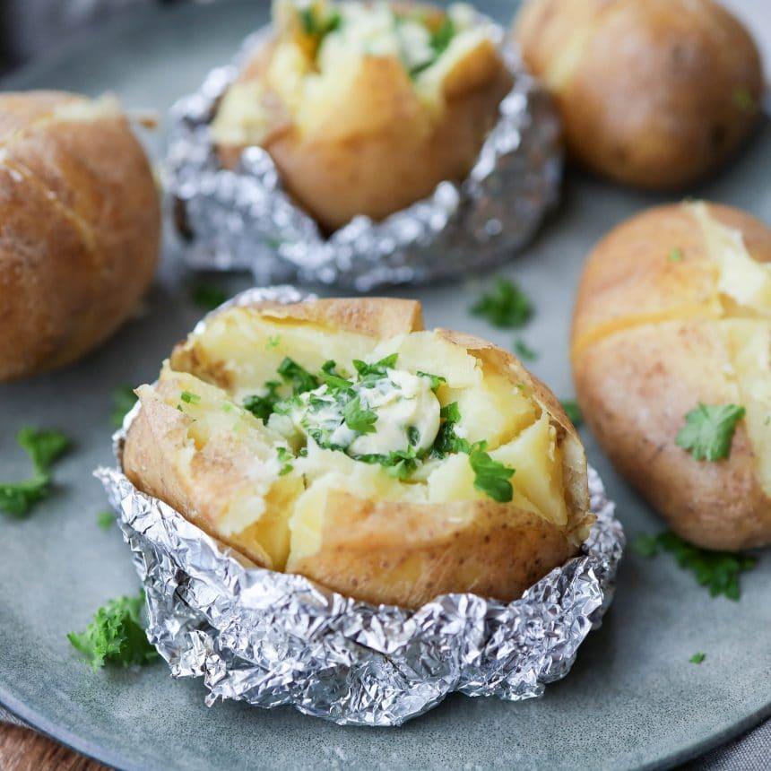 bagte kartofler med hvidløgssmør