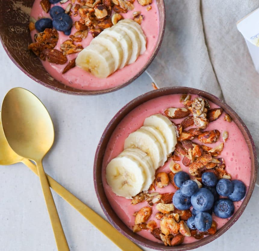 Opskrift på smoothiebowl med hindbær og Plantgurt