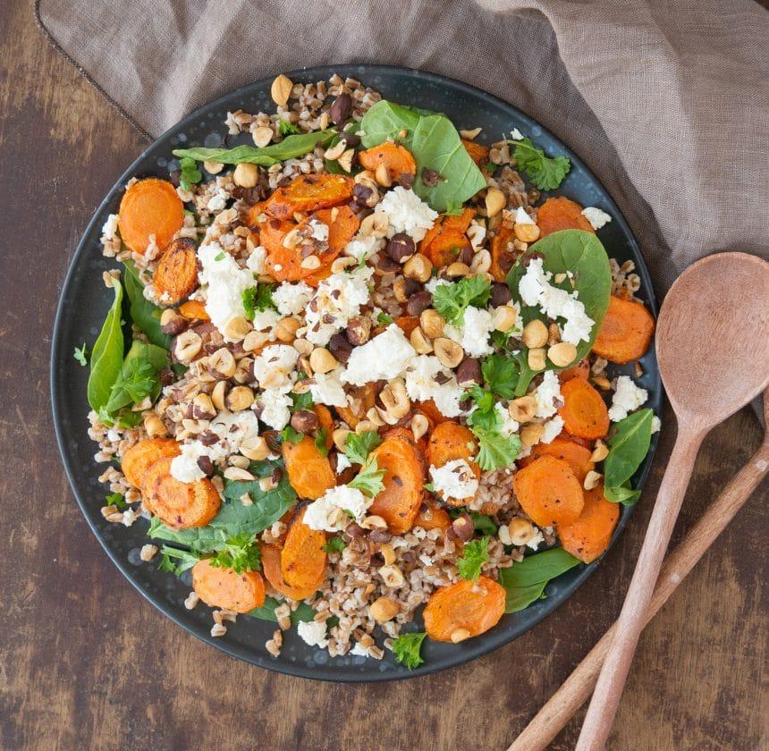 Salat med honningbagte gulerødder og feta
