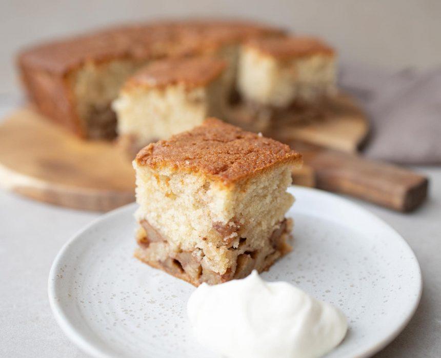 Kage med æble og kanel