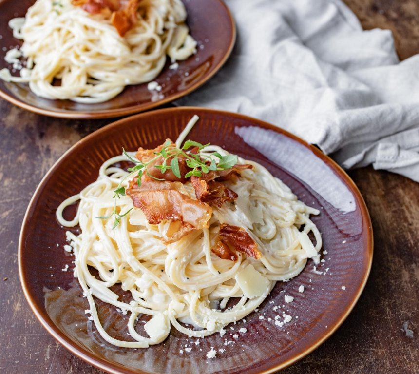 Spaghetti med serranoskinke i cremet sauce