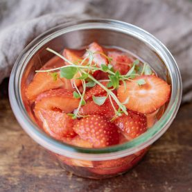 Opskrift på marinerede jordbær